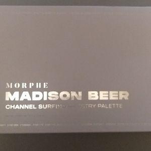 Bnib morphe Madison Beer Artistry palette